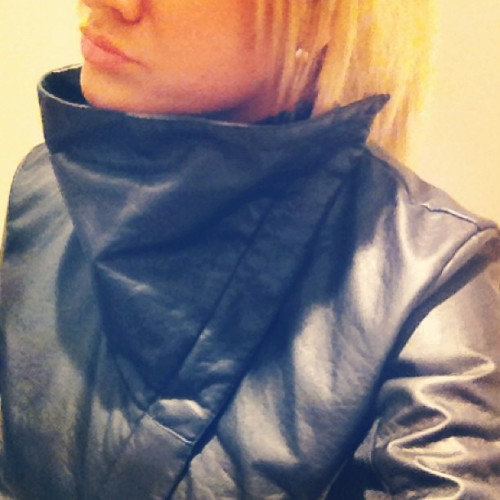 #love the unexpected #collar of this #leather #jacket #wiw #whatimwearing #fashion #style #fashionblogger #styleblogger #instafashion #instastyle #leatherjacket #cold #weather in #april #mystyle
