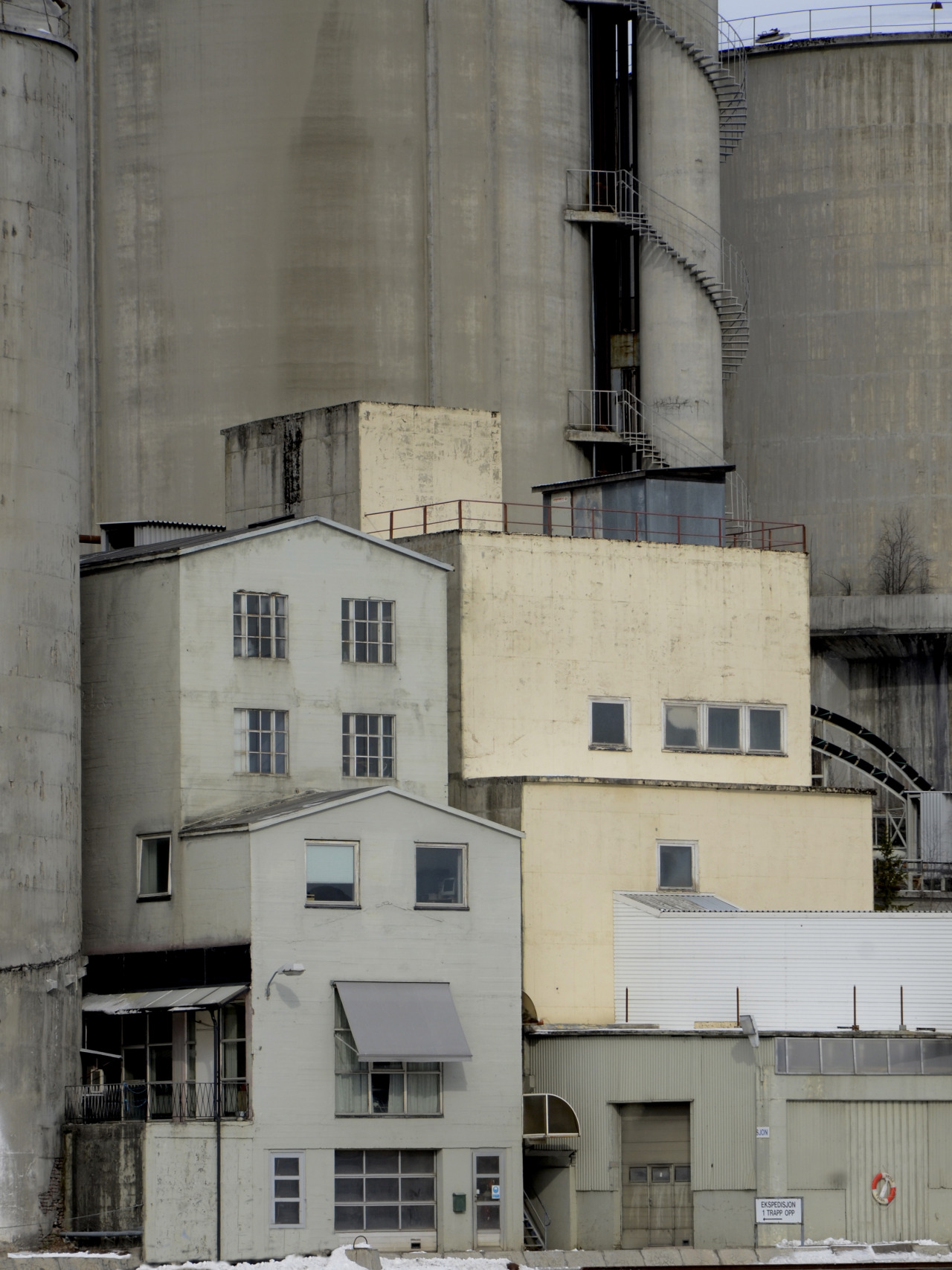 nemoi:  Cement factory (via AstridWestvang)