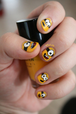 nailsbypixus:  Despicable me Minion nails :D