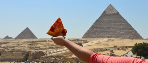 10knotes:  tibets: the great pepperoni pizza of egypt fun fact: there really is a pizza hut directly behind the great pyramid   This post has been featured on a 1000notes.com blog.