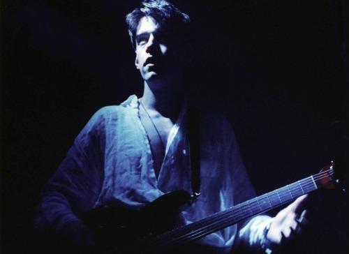 kristamul:  qwerrie:  1994-6-17 Brisbane (c) Jeff Polley  #Thom Yorke #Radiohead