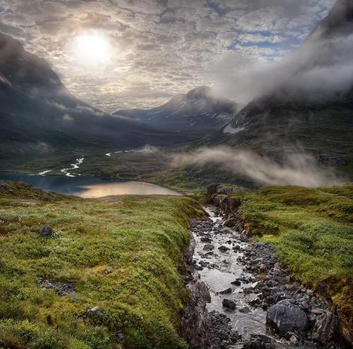 northedelweiss:  MIsty valley in Norway - by Roger