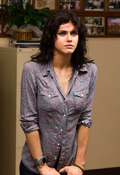 fuckoff-kindly:  Alexandra Daddario // Girls like this