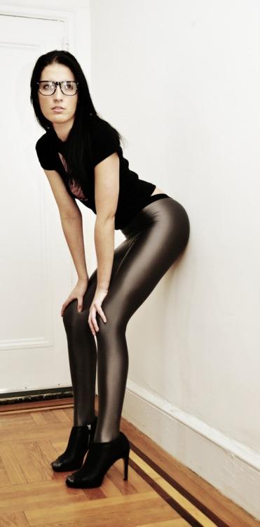 sexy-in-leggings:  Leggings   Yum