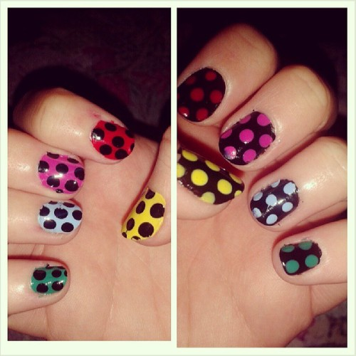Dotted nails #nail #nails #nailart #dot #green #black #blue #red #yellow #pink #dots (presso casa mia :))