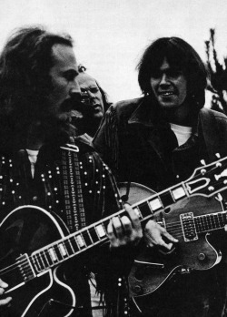 winters-summer-home:  mountain—girl:  foreverneilyoung:  David Crosby and Neil Young at the Big Sur Festival, 1969 Photo by Jim Marshall  diggin it