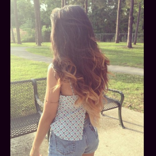 angemaline:  Back view #ootd#thrifted#park#ombré