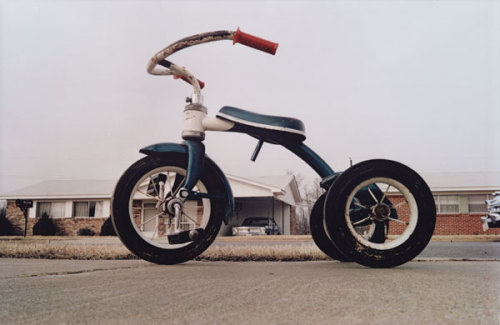 hundredthsofasecond:  William Eggleston, Tricycle, 1970
