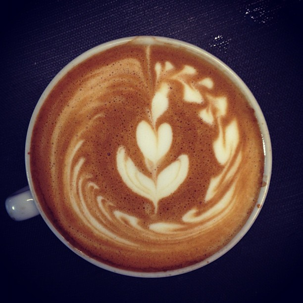 Wave tulip -So chill. #LatteArt #barista