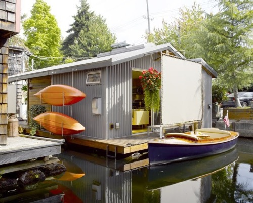darlingamericancurl:  A tiny floating house
