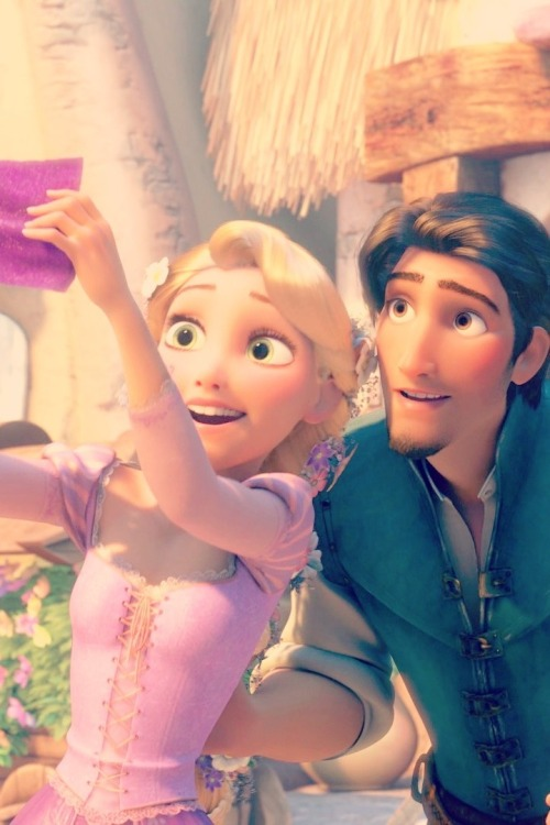 hardcoretangled:  timelessdisneydreams:  Tangled <3  Ahw I love how he has his hand on her waist its a sign that's his into her.