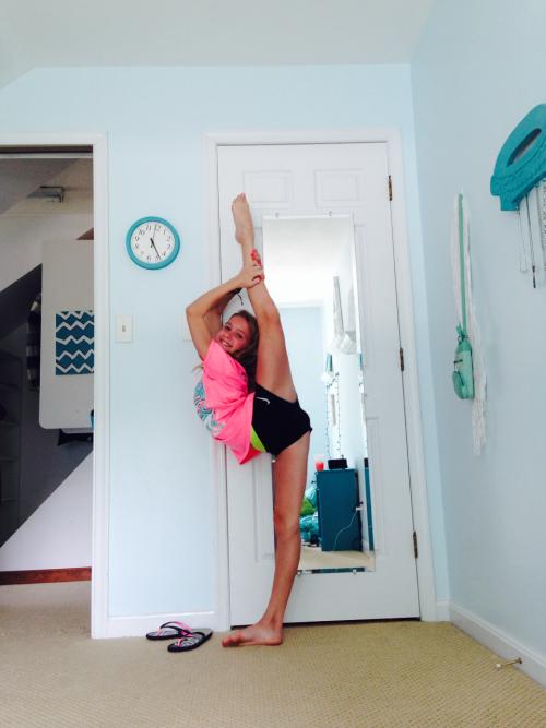 make-it-reignn:cheer-feirce5:Stretching so hard man🎀👐Hi, follow my best friend!