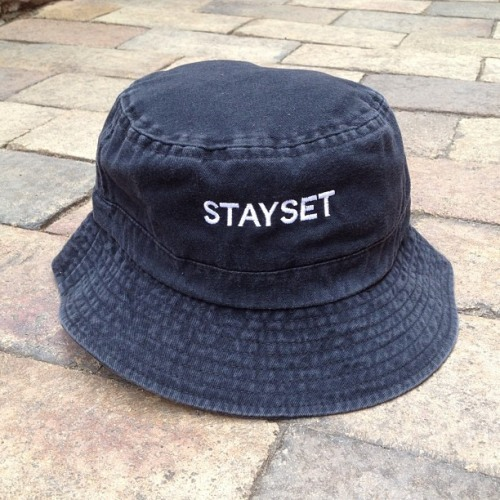 stayset:  STAYSET BLACK BUCKET HAT