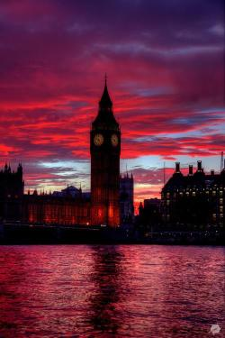 London - sunset | via Facebook on We Heart It - http://weheartit.com/entry/62096076/via/lilyallen106   Hearted from: https://www.facebook.com/