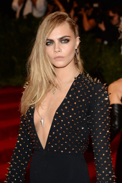 suicideblonde:  Cara Delevingne at the Costume Institute Gala in NYC, May 6th  Fierce: ur doing it right