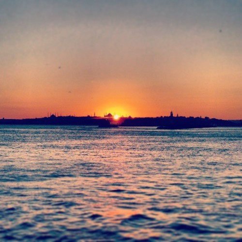 Beautiful #sunset in #istanbul #skyline #turkey #river #bosphorus