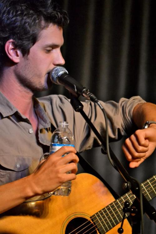 that time steve moakler looked exactly like penn badgley.