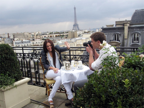 mysticfalled:  aes-thetic:  evoleur:  perfection in paris  aww miley   love this pic