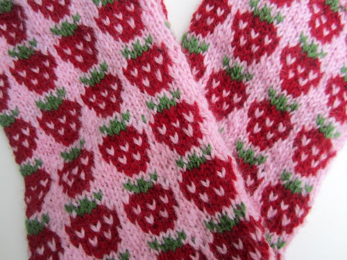 knittingandcrochet:  maiyamayhem:  I finished my Strawberry Shortcake mitts! I even painted my nails to match. Read more about my knitting on my Ravelry page.   Cute cute cute