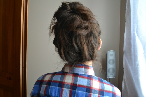 d0ppe:  i did a messy bun and i never do good ones and no one is around to see this today so i took a picture lol
