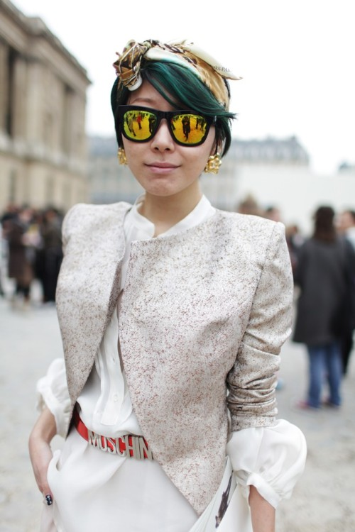 womensweardaily:   They Are Wearing: Paris Fashion Week Photo by Kuba Dabrowski