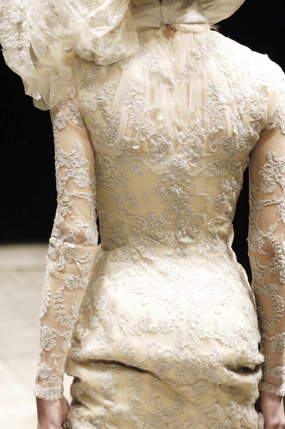 highqualityfashion:  Alexander McQueen FW 06