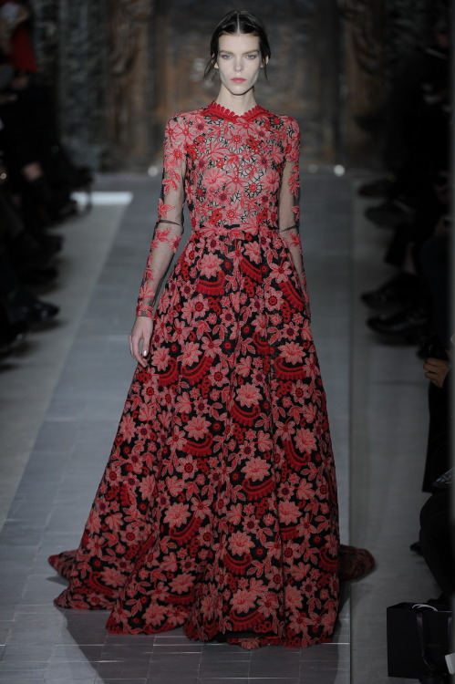 flarefashion:  Valentino Haute Couture - Paris Fashion Week / Photographer: Anthea Simms See the entire collection!