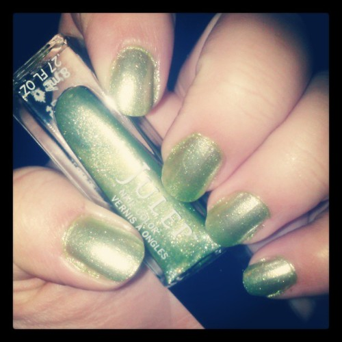 #etta #julep #julepmaven #notd #nails #nailpolish #mani #polishswatch #green #shimmer #makeup