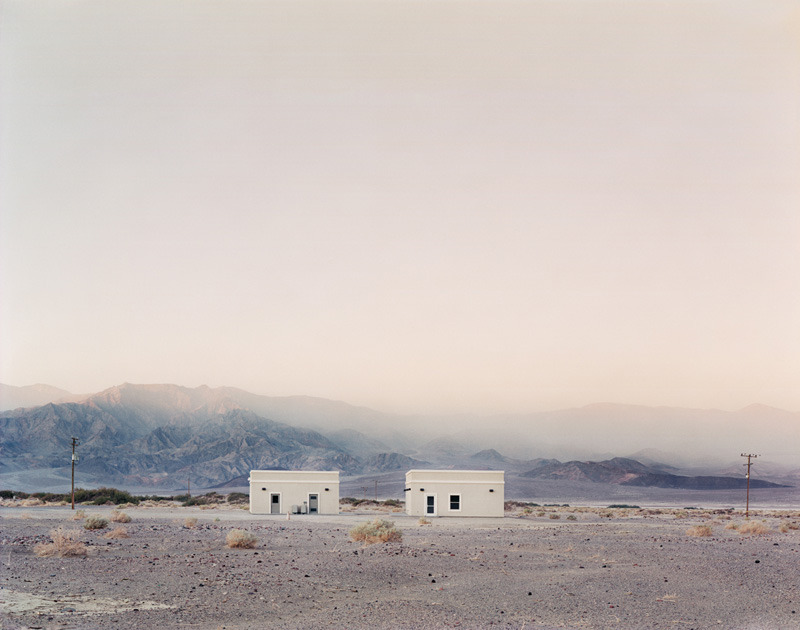 la-beaute—de-pandore:    Ian Baguskas Two Structures, Death Valley, California, 2008