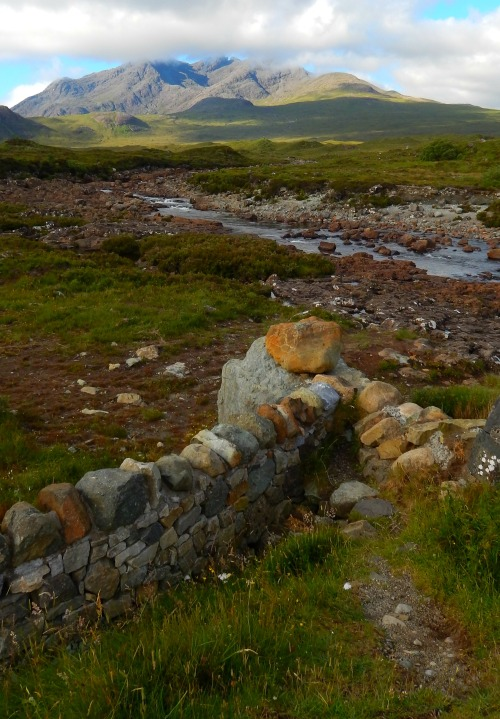 fuckitandmovetobritain:  Sligachan, Isle Of Skye, Scottish Highlands, Scotland, UK