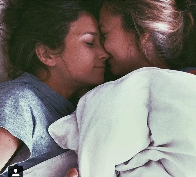 смотреть фото девушки целуются с девушками