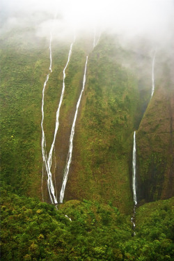 "basava:  Waterfalls inside crater of Mount Waialeale, Kauai (by IronRodArt - Royce Bair (""Star Shooter""))"