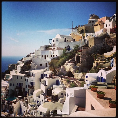 Oia's beautiful view. #santorini #greece #travel #beautiful #oia #europe #paradise #obsessed (at Οία (Oia))