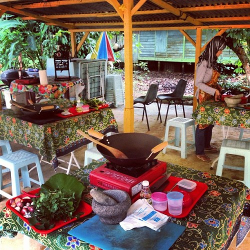 Airbnb cooking class on Pulau Ubin 🌺 #bestdayever (at Pulau Ubin (Island))