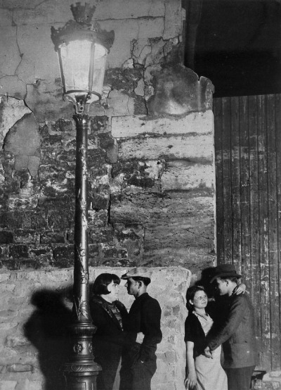 greeneyes55:  Paris by night 1930s Photo: Brassai