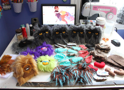 My desk today! My Colonel Meow minions judging me while I sew.Just one Colonel Meow left in the shop as well, the rest are off to new homes! <3