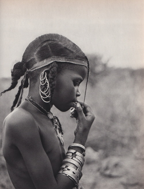 Fulani child in Niger. From: Nomades du soleil de Henry Brandt, Edition La Guilde du livre, Lausanne, 1956. via endilletante