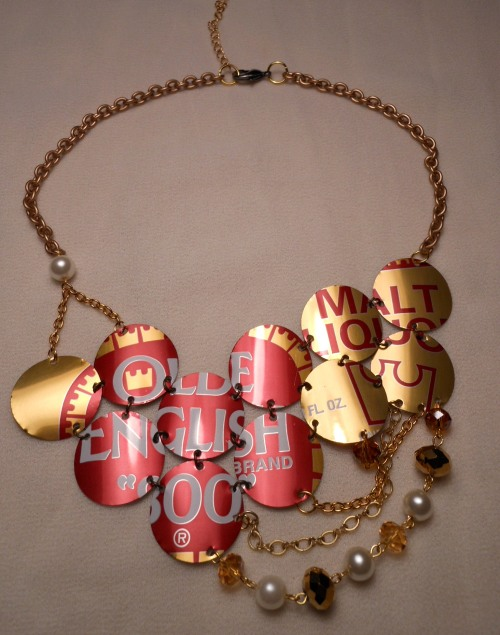 elpunoylamano:  necklace made with Olde English can..very classy if you ask me.