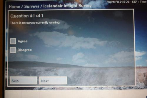 ilovecharts:  Paradoxical survey from Icelandair -ayakirk
