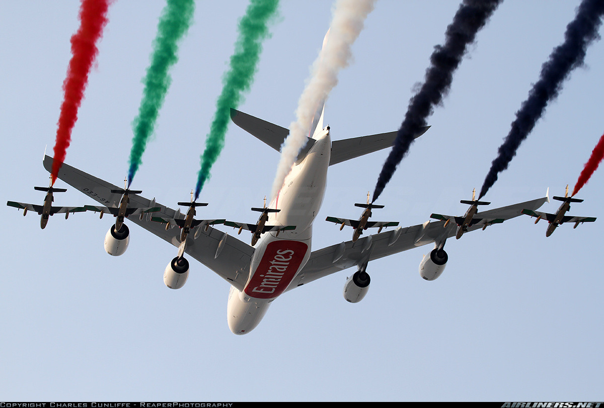 United Arab Emirates - Air ForceStunning flypast from Em
