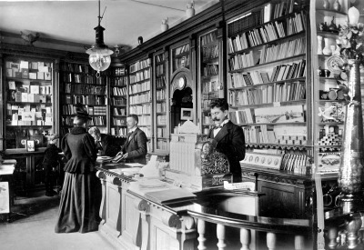 viα feuille-d-automne: Bookstore in Naestved, Denmark (1899)