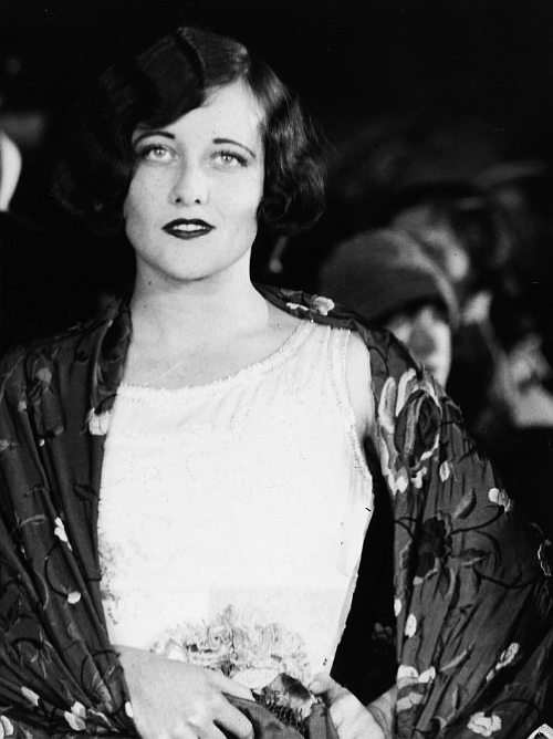 fassbendmeover:  Joan attends a premiere at Grauman's, 1925