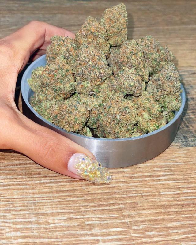 #nails#stoner#stoners#high#kush#flower#marijuana#420#420 community#420 vibes#lid