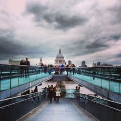 most-creative:    Survived the Luftwaffe! #stpauls #london #thames (at Tate Modern)