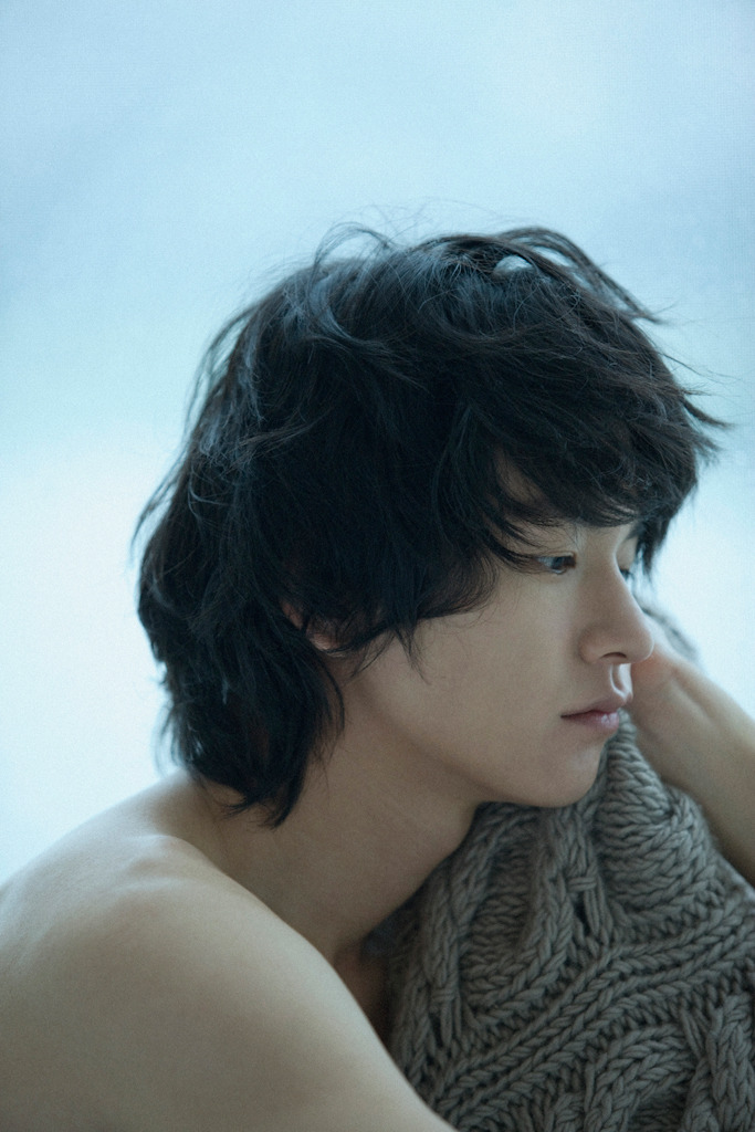 jeou:  can't take my eyes off you, im joo hwan for nylon korea, october 2009