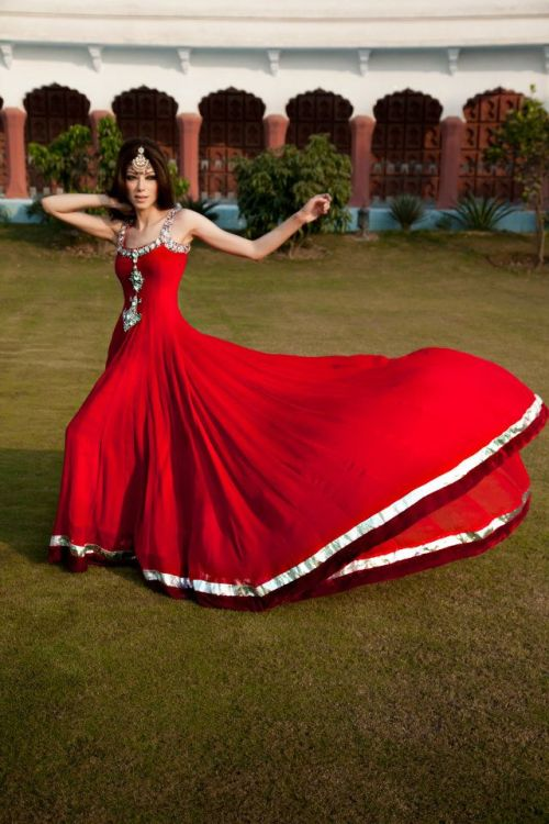 beautifulindianbrides:  Outfit by:Zehra's Collection Photo by:Kuki