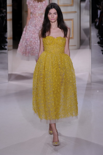 flarefashion:  Giambattista Valli Haute Couture - Paris Fashion Week / Photographer: Anthea Simms See the entire collection!