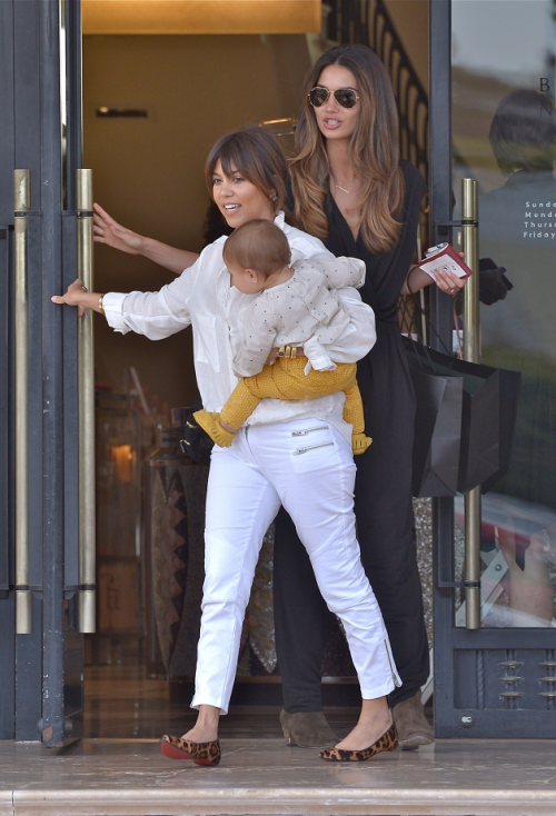 May 16, 2013: Kourtney and Lily Aldridge shopping at Barney's in Los Angeles.