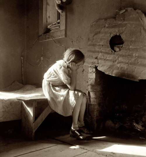 "virgineunuchother:  December 1935. ""Resettled farm child. From Taos Junction to Bosque Farms project, New Mexico."""