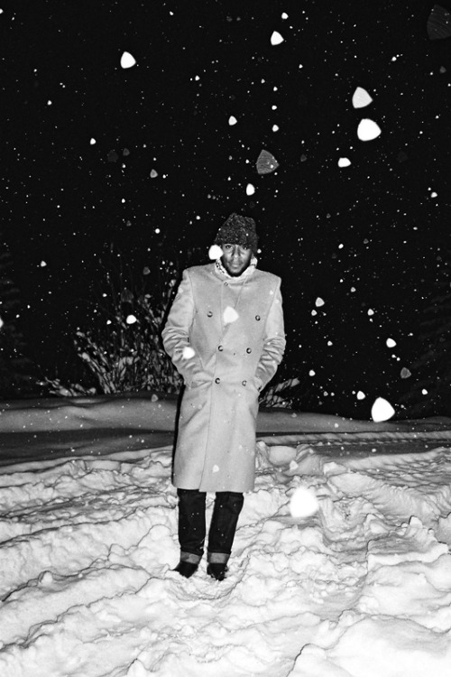 sam-garong:  quentindebriey:  Yasiin aka Mos Def cought in a little snowstorm in switzerland during the chocolate fountain weekend.january 2012